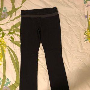 Lululemon black camo skinny groove pants 10